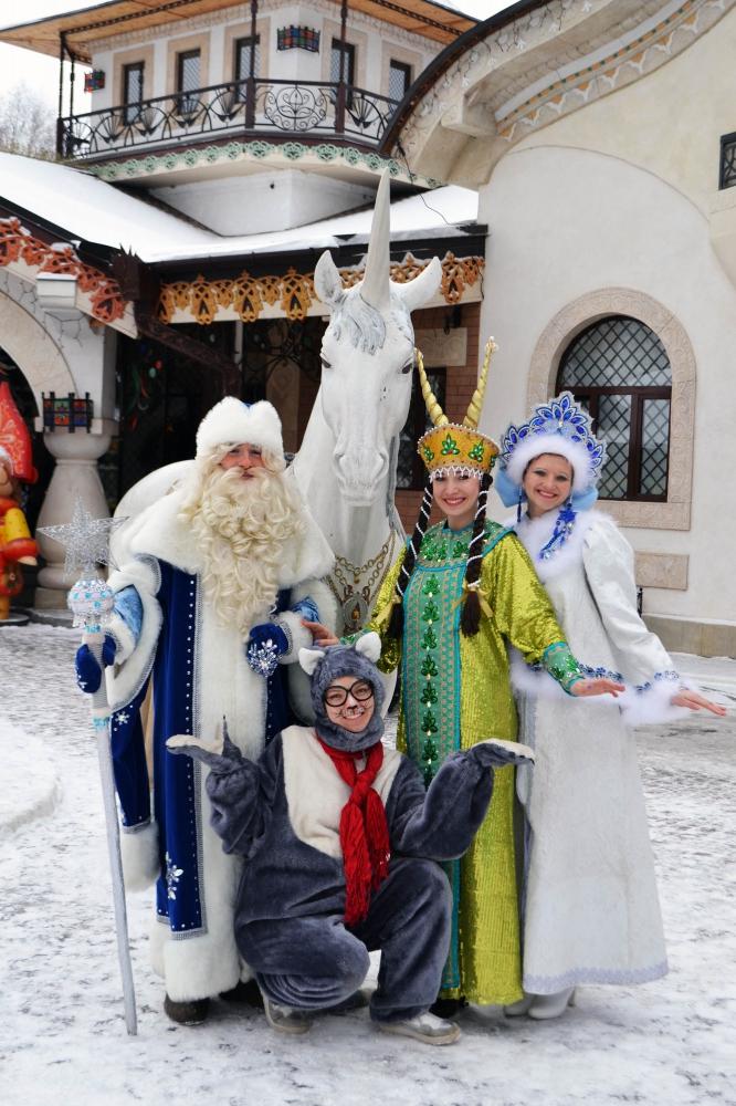 Дед Мороз, Снегурочка, Кот, Коза