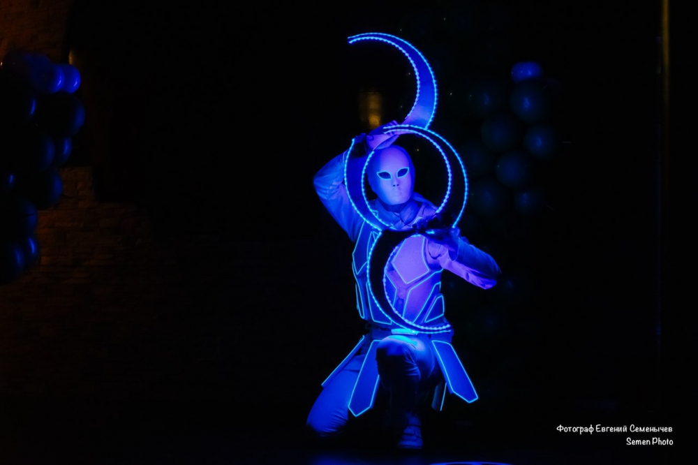 пошив флуоресцентных костюмов